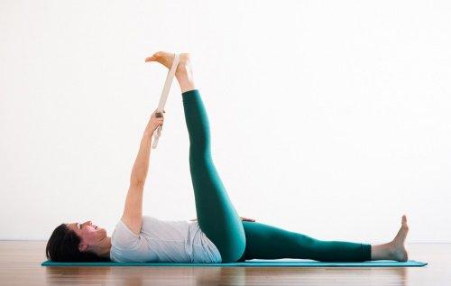 Ved at dyrke yoga kan du løsne op i den nedre ryg og afhjælpe smerter ved iskiasnerven