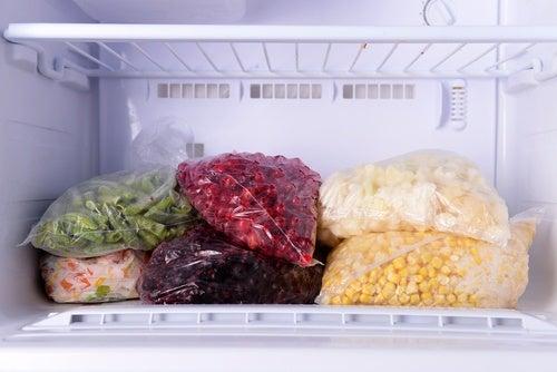 9 fødevarer man ikke bør opbevare i sin fryser