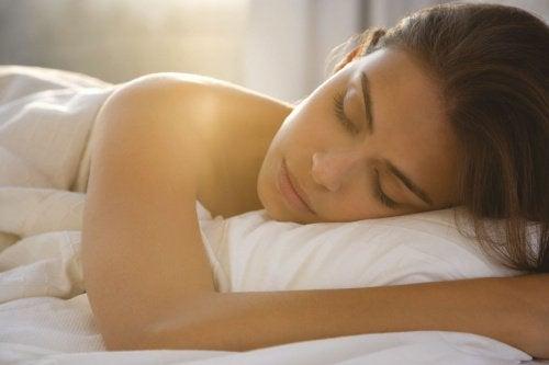 7 fordele ved at sove nøgen; og derfor bør du prøve det