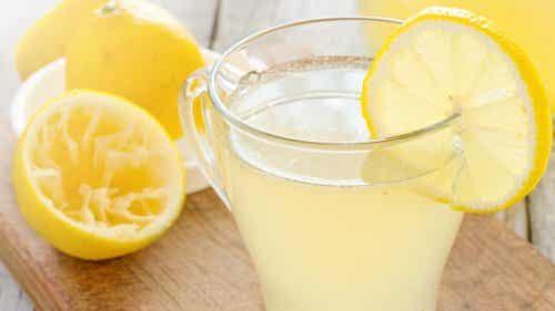 9 grunde til at starte dagen med frisk citronvand