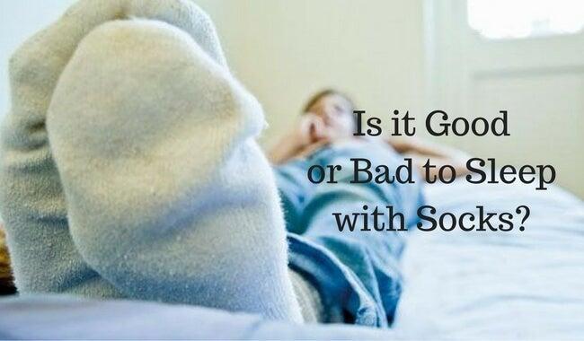 Er det sundt at sove med sokker på?