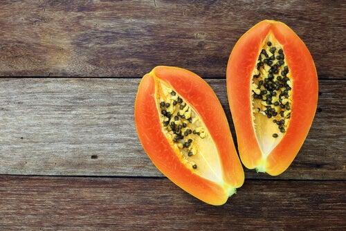 Du kan behandle Crohns med den rigtige kost. F.eks. har papaya en positiv virkning