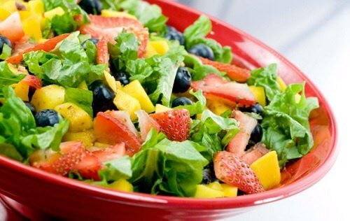 Salatskaal med jordbaer