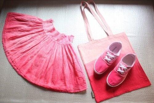 Nederdel sko og en taske
