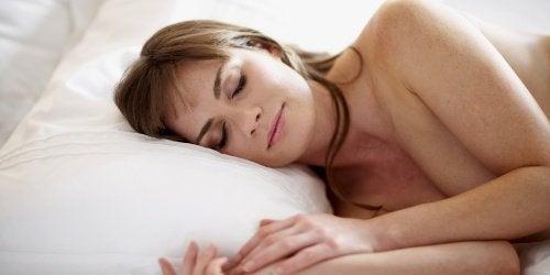 der er mange gode grunde til at sove nøgen