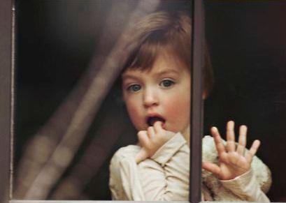 4-barn-ved-vindue