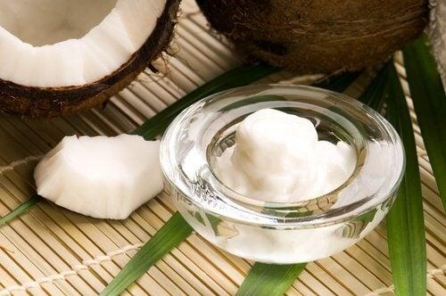 Lav en hjemmebehandling mod ar med kokosolie