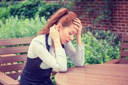 Kvinde der er udmattet