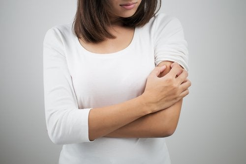 Glutenallergi og bumser på overarmene.