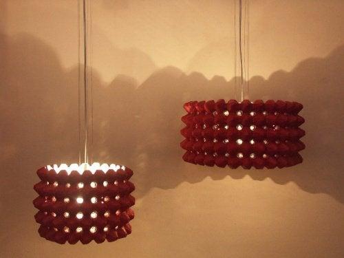 Genbruge æggebakker til lamper.