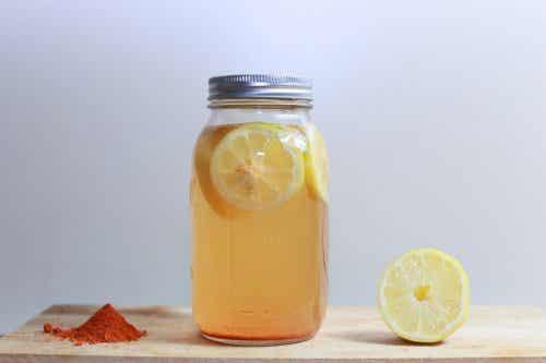 Tonic med citron og gurkemeje til vægttab
