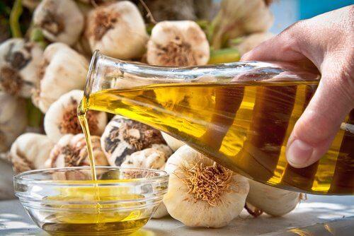 Hvidløg og olivenolie