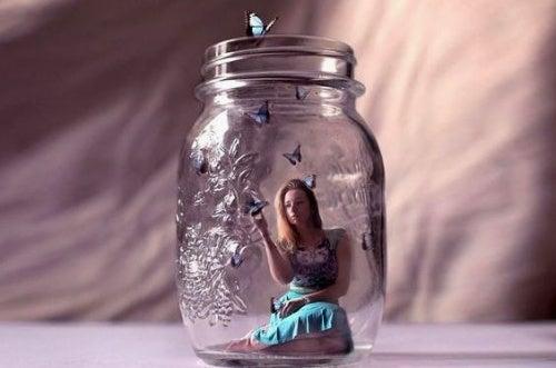 Kvinde i et glas