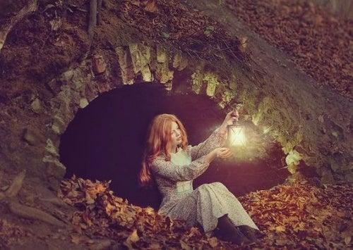 Kvinde med en lanterne