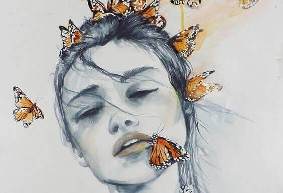 kvinde-med-sommerfugl