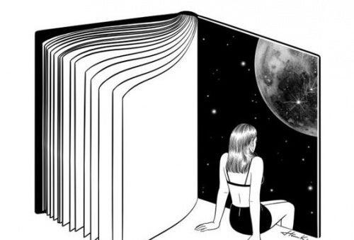 Kvinde der er inde i en bog