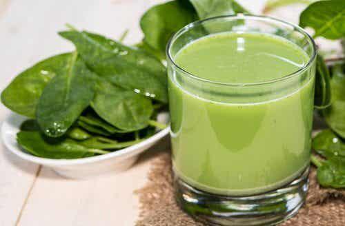 Top 4 grønne smoothies til at behandle højt blodtryk