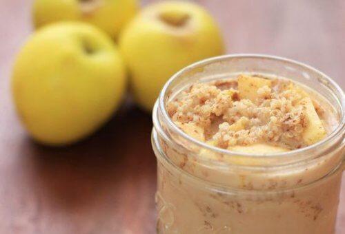 Fordele ved at spise quinoa, æbler og kanel til morgenmad
