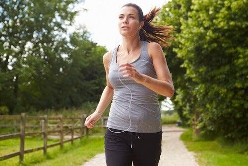Få ideelle mavemuskler ved at dyrke fedtforbrændende motion