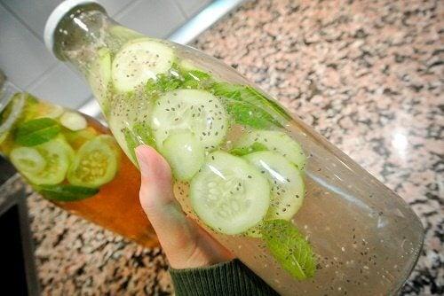 6 grunde til at drikke agurk vand dagligt