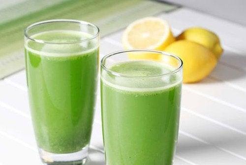 Opskrift på forfriskende persilleinfusion med citron