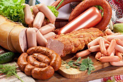 8 kræftfremkaldende fødevarer, som du bør stoppe med at spise