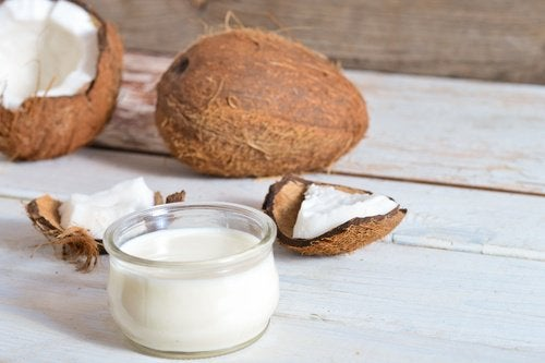 Forebyg gråt hår og hårtab med kokosolie