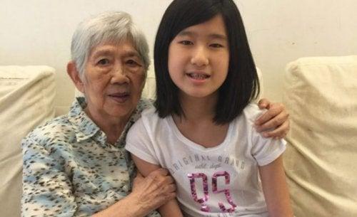 12 årig pige skaber app til at kommunikere med sin bedstemor, som har Alzheimer's