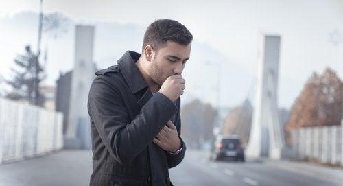 Der findes mange midler mod hoste, men nogle gange er hosten til nytte mere end til gene.