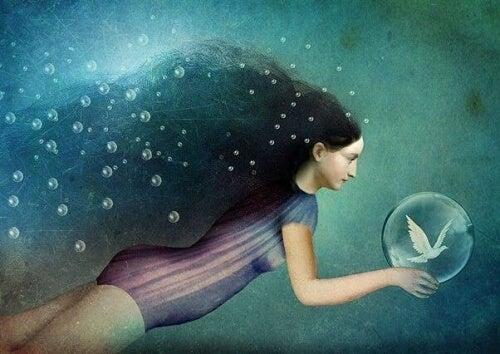 Kvinde svømmer