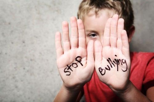 Mobning i skolen: Er dit barn et offer, uden at du ved det?