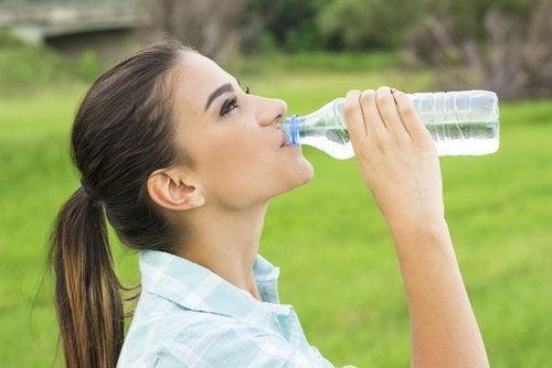 Drik rigeligt med væske for at undgå nyresten