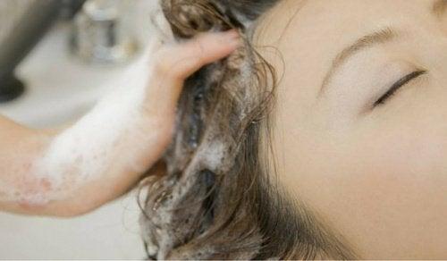 Du har vasket dit hår forkert hele dit liv