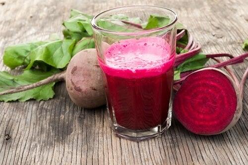 Rødbedde og persille shake til at bekæmpe åreknuder