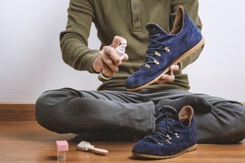 8 nemme tricks, der vil fjerne sko lugt