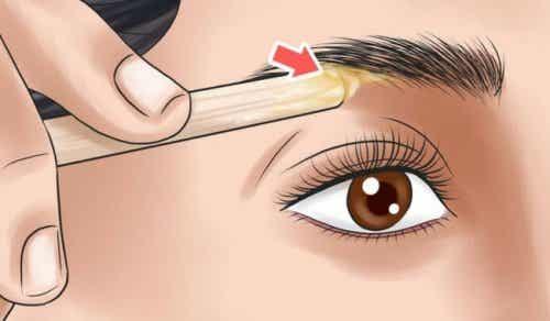 Lær at pleje dine øjenbryn baseret på din ansigtsform
