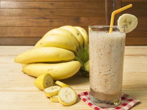 Denne banan/yoghurt-smoothie kan hjælpe din fordøjelse på vej.