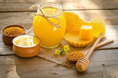 Til en hjemmelavet creme skal du b ruge honning.