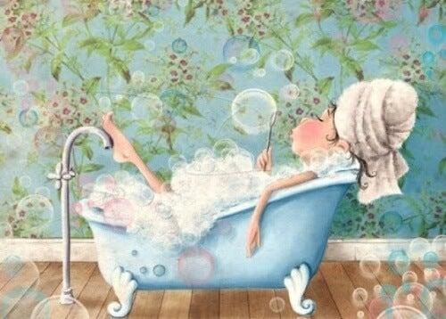 Pige i et badekar