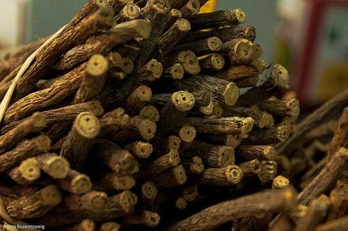 Lakridsrod - laekre urteteer