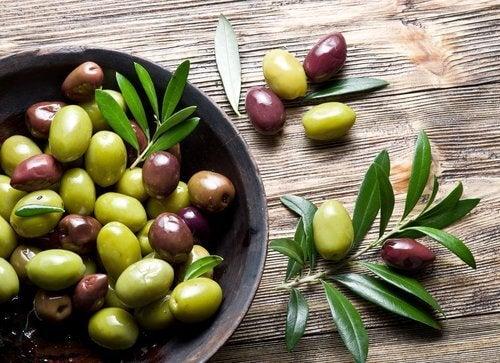Oliven i en skaal genopbygger kollagen
