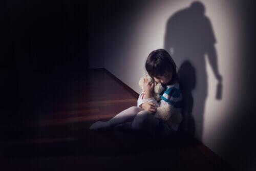 Lille pige der er i fars skygge