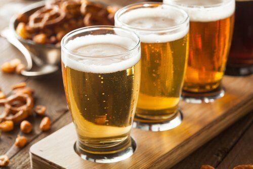 Tre glas med oel