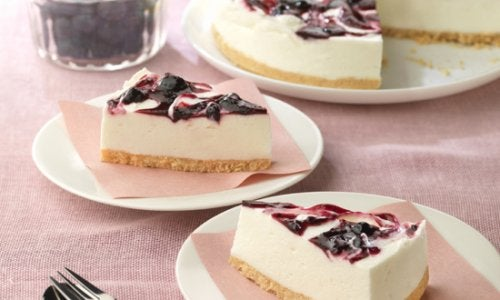 Sådan laver man cheesecake med blåbær