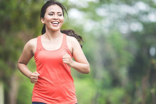 De 5 bedste fedtforbrændende aerobe øvelser, du kan lave derhjemme