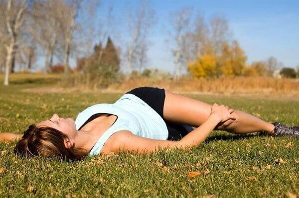 5 udstrækningsøvelser til naturligt at lindre rygsmerter