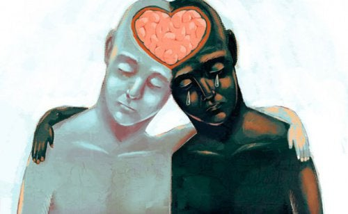 To mennesker læner hovederne sammen