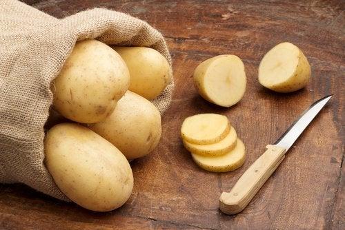 Kartofler kan også hjælpe med at fjerne ar.