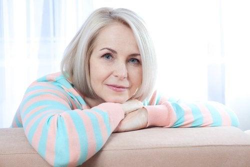 Der er mange fordele ved maca rod. Det kontrollerer for eksempel overgangsalderens symptomer.