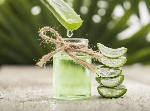 Fyldige bryn kan opnås med aloe vera juice.